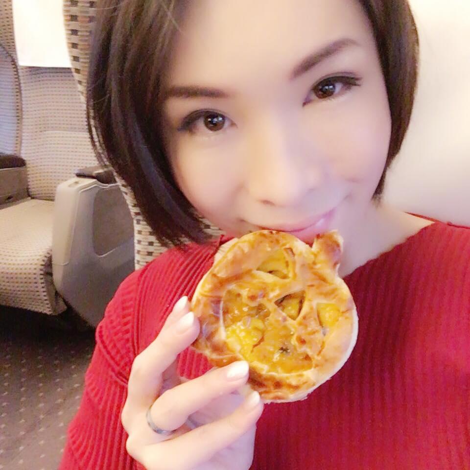 ハロウィン仕様のパンプキンパイを食べながら広島へ( ´` )