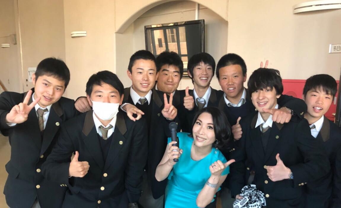 昨日は神奈川工業高校でした去年も呼んで頂き2年目です来年も行…